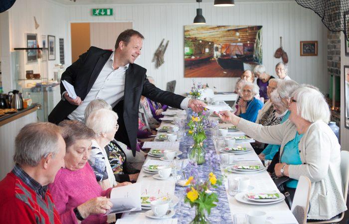Godtfolk på kafè Arne Årseth