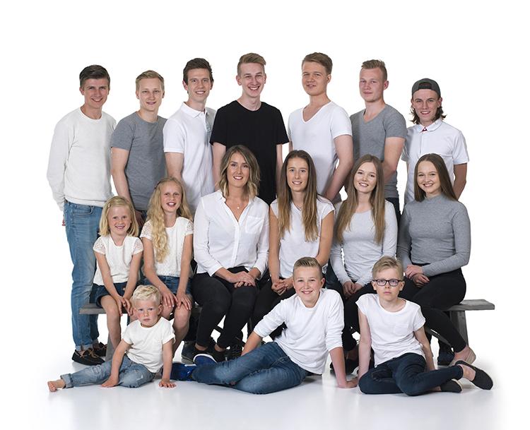 Her er alle barnebarna samlet på ett bilde.